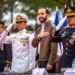RECIBE BASTON DE MANDO DE LAS FUERZAS ARMADAS 2