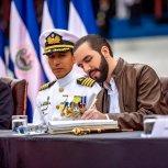 RECIBE BASTON DE MANDO DE LAS FUERZAS ARMADAS 1