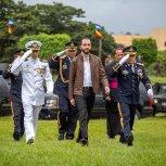 RECIBE BASTON DE MANDO DE LAS FUERZAS ARMADAS